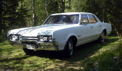 1967 Oldsmobile Cutlass 4D sedan<br>