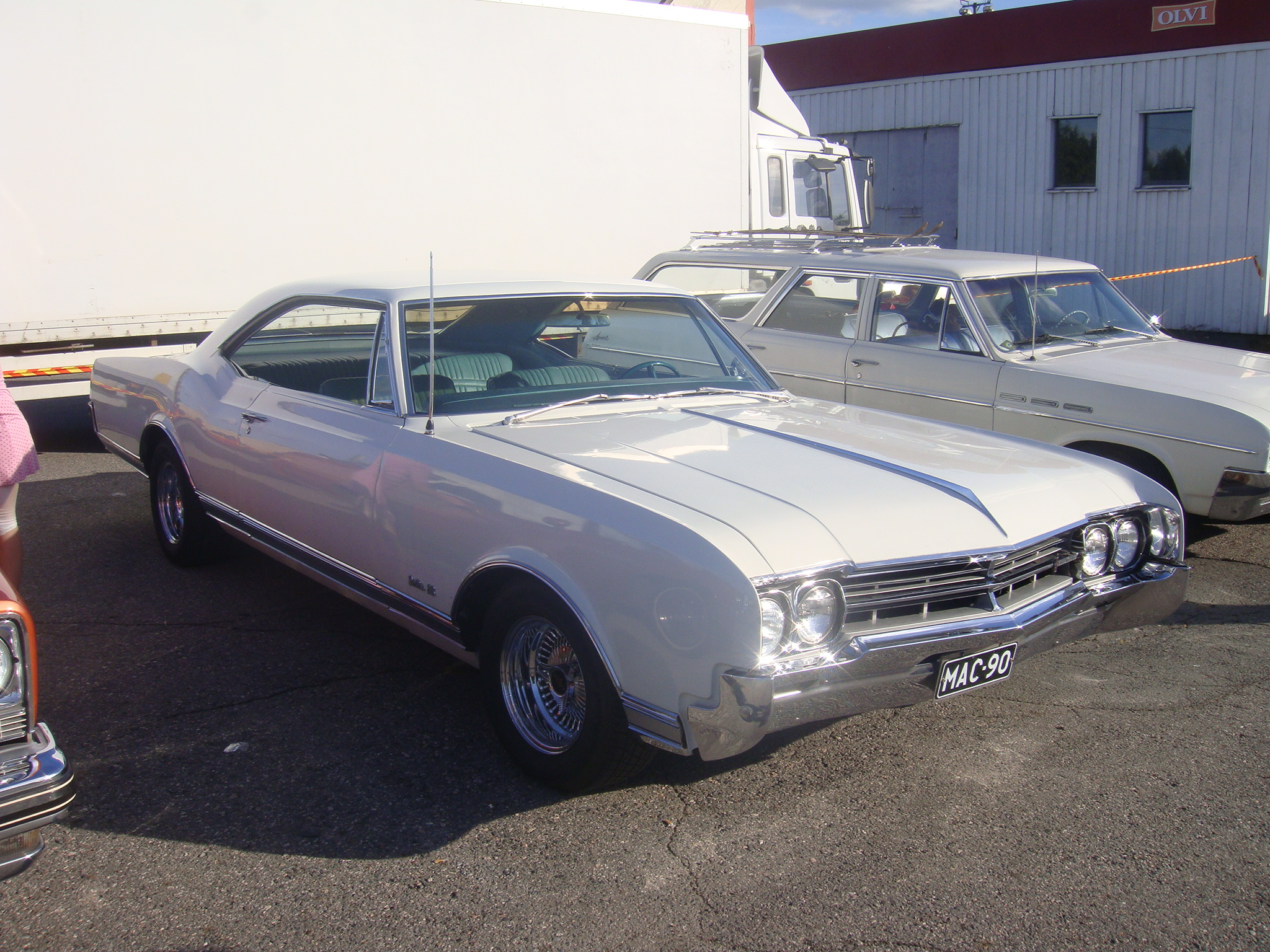 1966 Oldsmobile Delta 88 Holiday coupe<br>425cid+th400